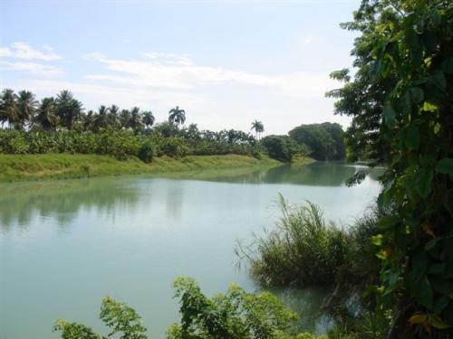 участок на берегу реки