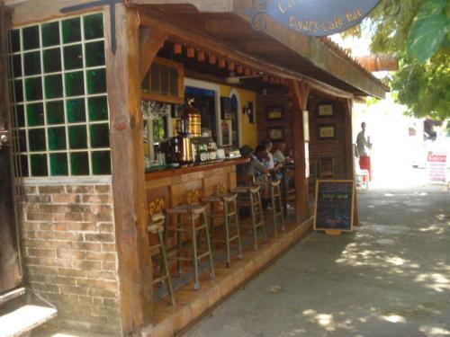 кафе + магазин