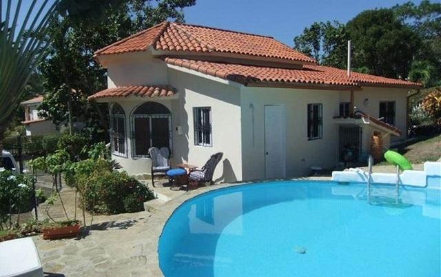 дом и бассейн